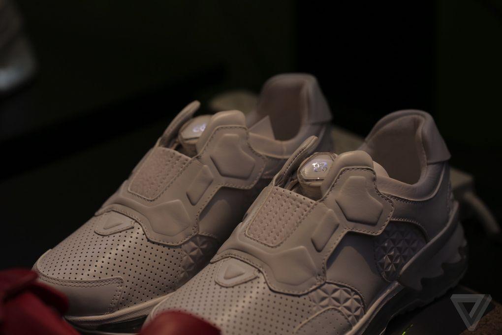 lenovo-smart-shoes-tech-world-2016-11.0