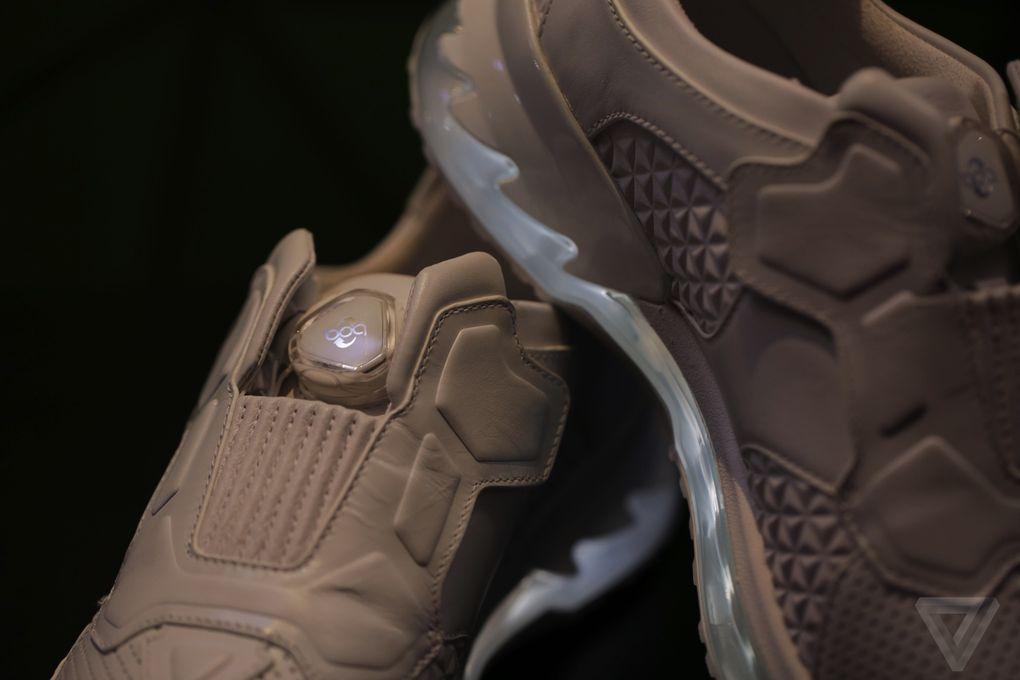 lenovo-smart-shoes-tech-world-2016